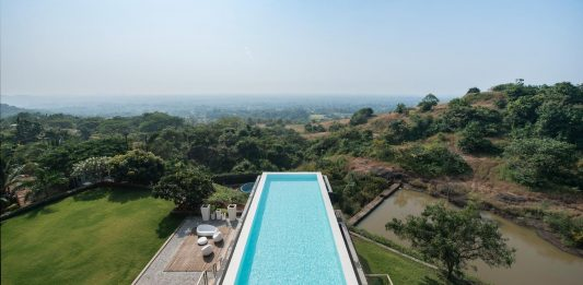 Aurelia House Under a Pool, a second home in Alibagh by SHROFFLEoN