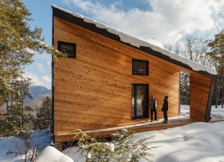 Cabin on a Rock allowing dramatic views across the valley at several prominent peaks