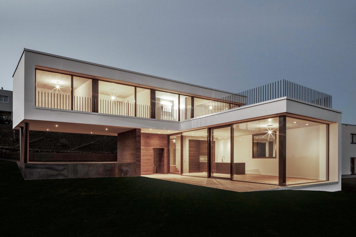 L shaped plan for a family of four which provides a for Panoramic view house plans
