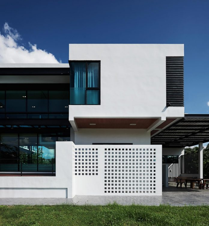 Steel Structure Modern Stylehouse By Sute Architect