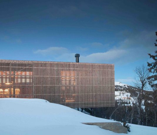Summer cabin in a winter landscape located at one of the highest buildable plots within the Kvitfjell Ski Resort