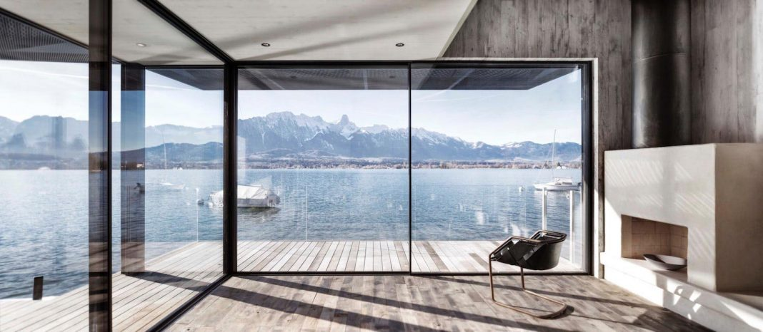 Beautiful house situated between the banks of Lake Thun that offers panoramic views of the lake and mountains