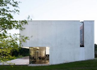 Building entirely constructed of white concrete which allows the inside of the house to profit from a maximum visual frame