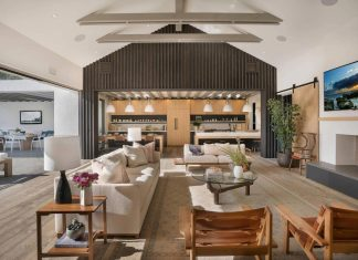 Contemporary beach house located in Newport Beach, California by KRS Development