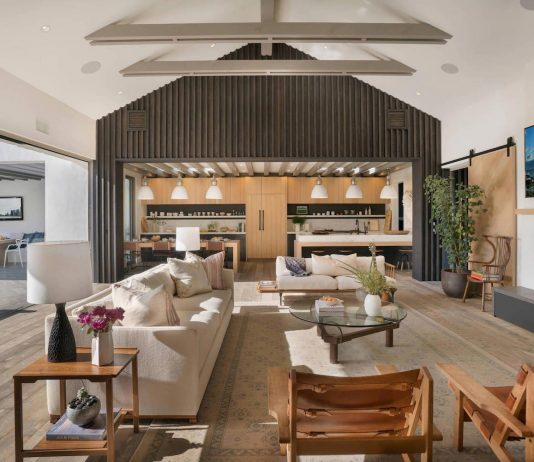 Contemporary beach house located in Newport Beach, California by KRS Development