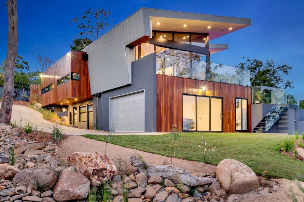 Luxury living set in a stunning natural setting, Merilyn House is a truly modern Australian home