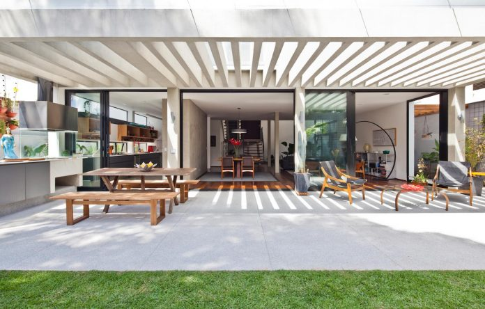 Rethinking of an original design of the 1970s by Casa14 Arquitetura