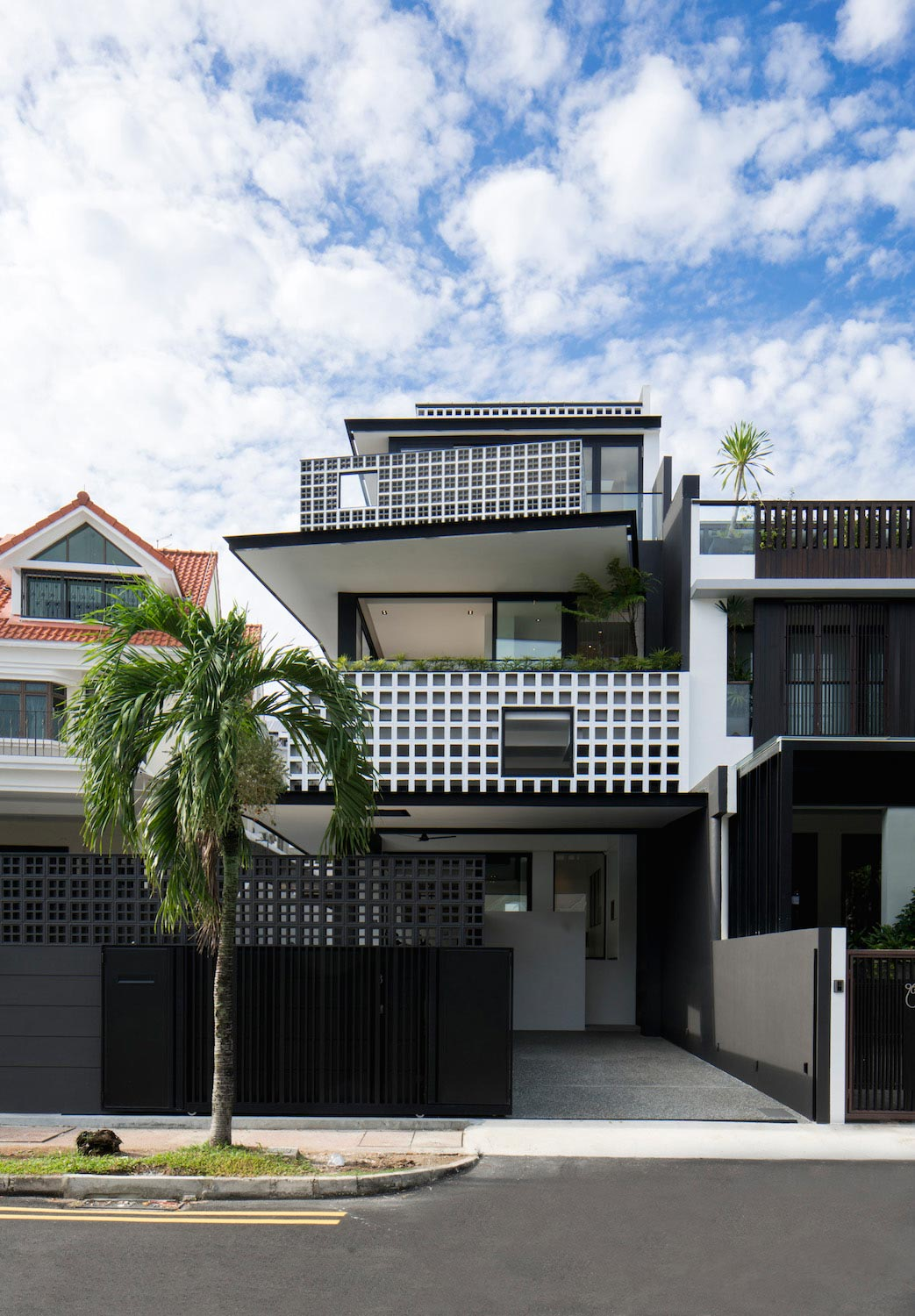 Contemporary A&A to an existing pair of semi-detached houses in Singapore by STUDIO WILLS