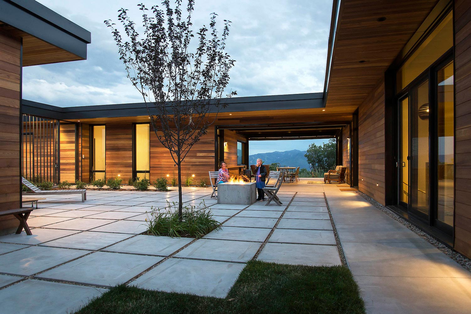 A home design that weaves uninterrupted views of utah 39 s for Utah home design architects