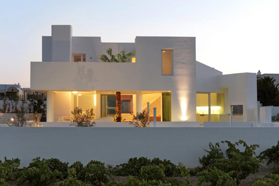 Summer house located in the edge of Messaria village in Santorini ...