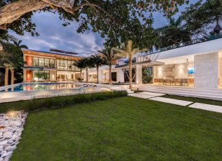 Tropical contemporary style combining modern design with warm elements by Choeff Levy Fischman
