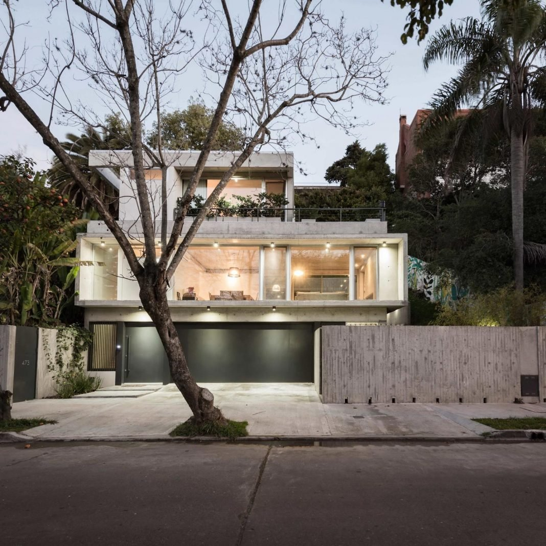 L shaped house located in Argentina from where Río de la Plata river can be seen