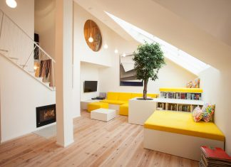 Renovation of a flat built in the 90s in the attic of an apartment by XTOPIX architects