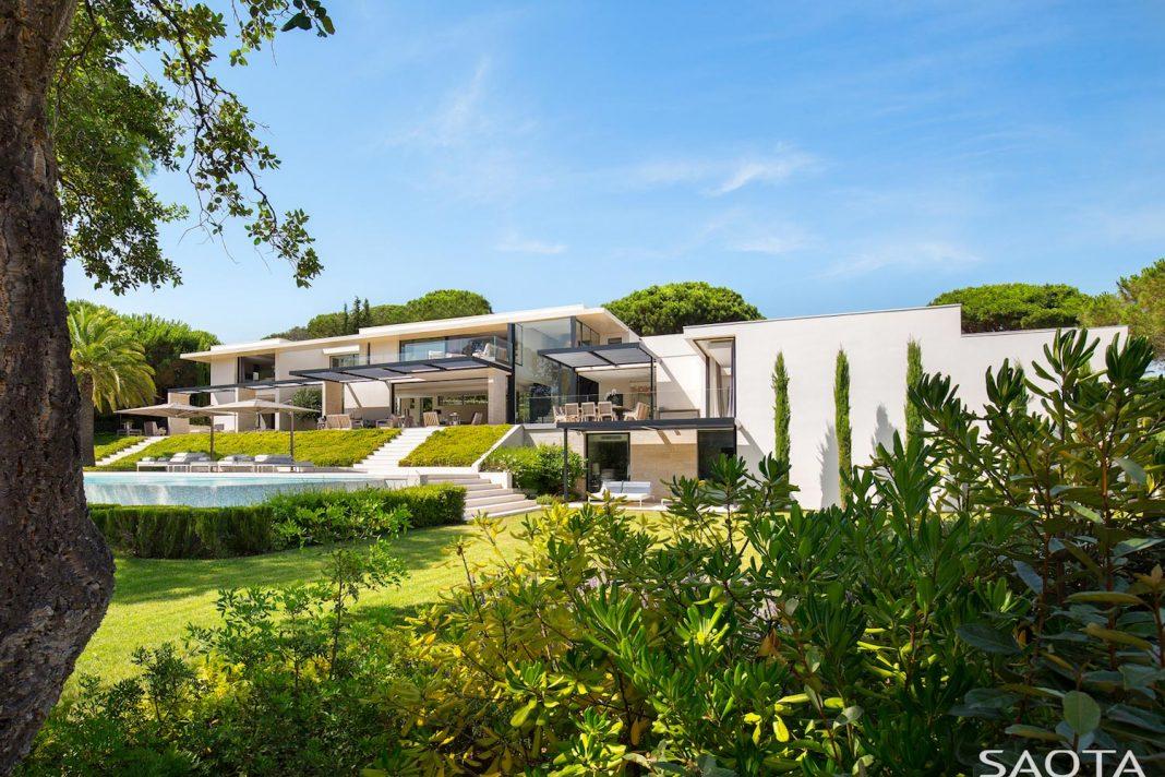 Saint-Tropez residence, a modern interpretation of Côte d'Azur living by SAOTA