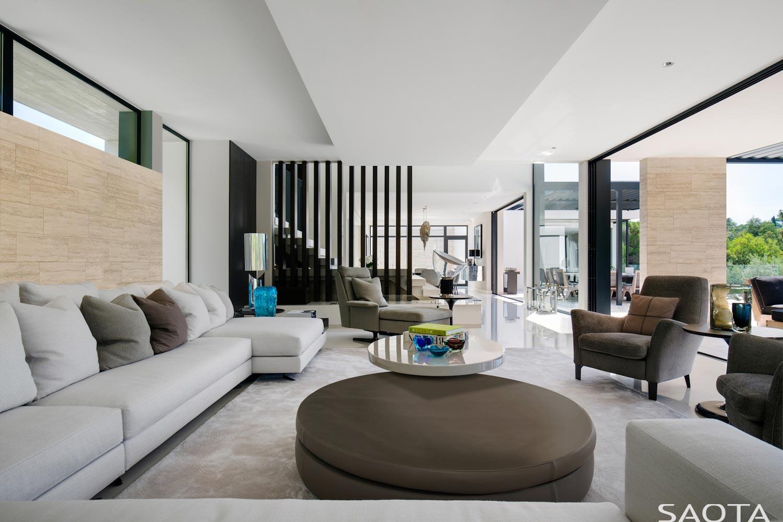 saint-tropez-residence-modern-interpretation-cote-dazur-living-saota ...