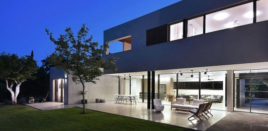 Contemporary L Shaped Two Story House Designed By Neuman Hayner Architects