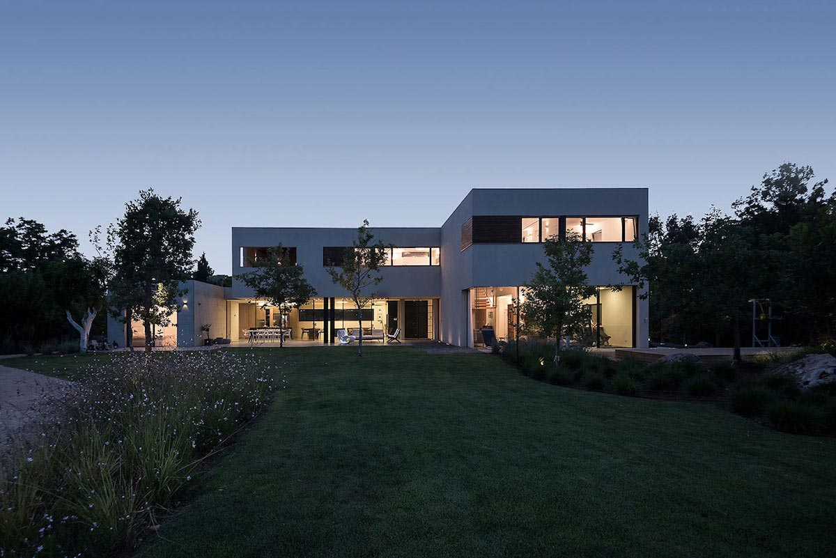 Contemporary L Shaped Two Story House Designed By Neuman Hayner Architects Caandesign Architecture And Home Design Blog