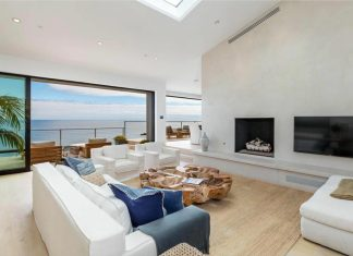 Not only for weekends: Domenique Mora designed a bright beautiful beach house in Malibu, California