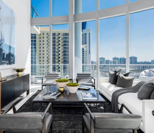 Meridith Baer Home designed the Chateau Beach, a contemporary apartment in Miami with stunning views
