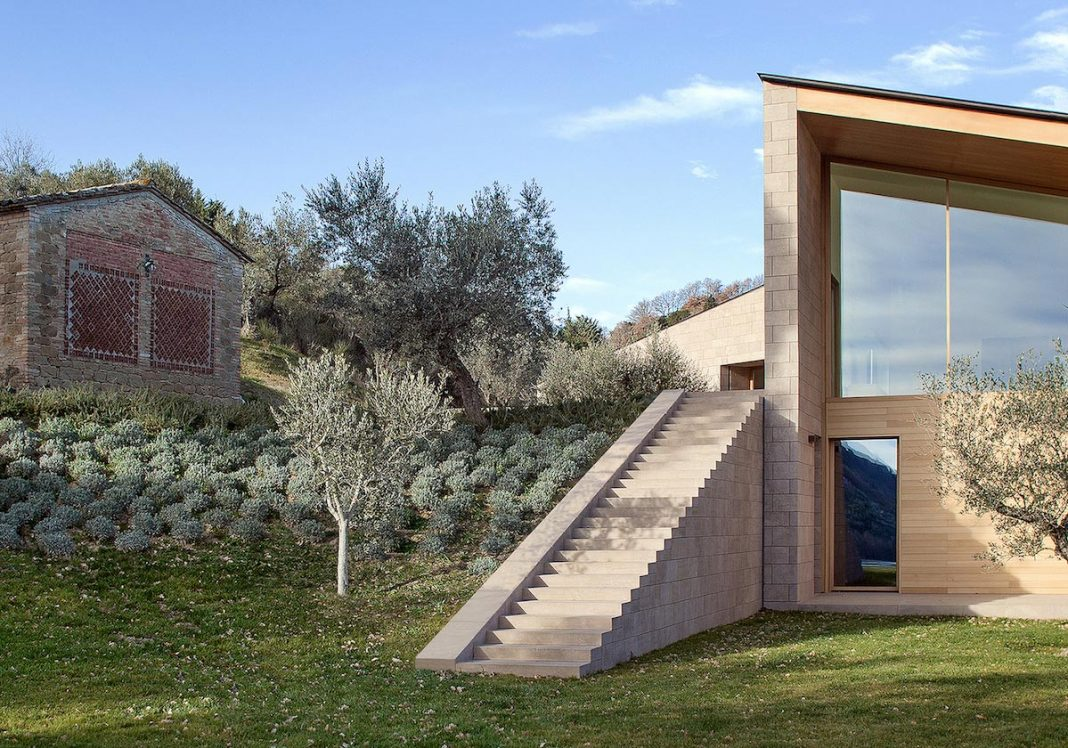 Casa K by Alessandro Bulletti Architetti: where contemporary meets countryside