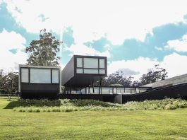 Modern concrete house made of several rectangular pavilions by A4estudio