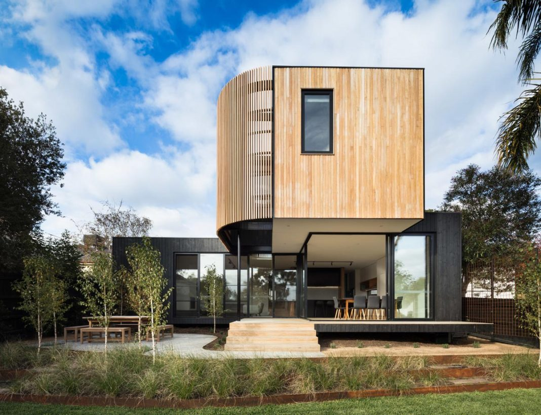 Home extension revealed in a modular solution that generates open spaces filled with natural light