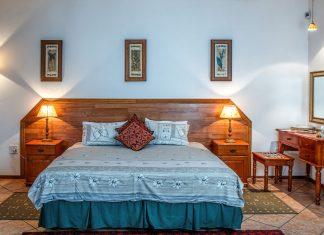 90s style bedroom