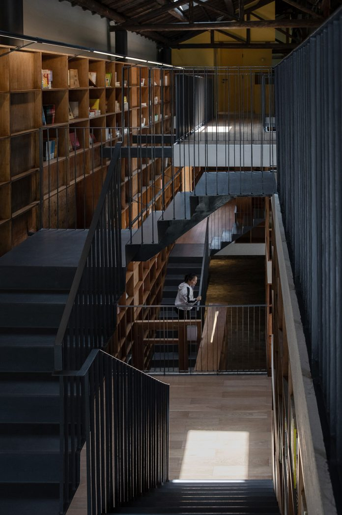 staicases capsule hotel&bookstore