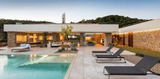 Mediterranean house in Costa Brava by Dom Arquitectura