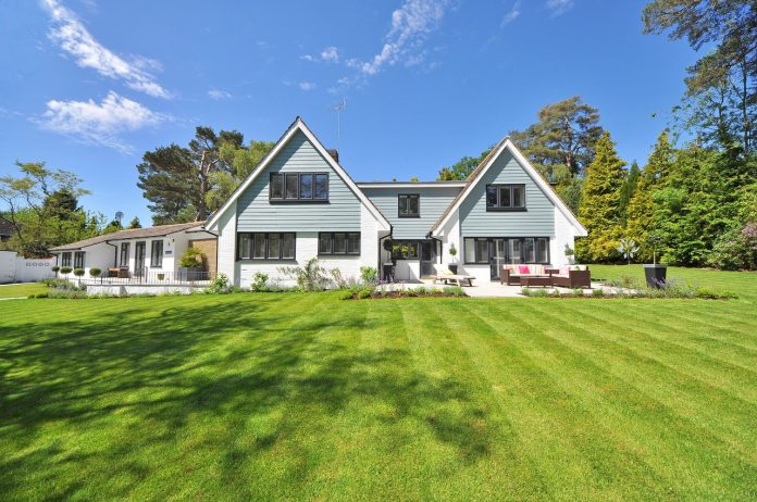 Make Your Lawn Look Spectacular if You're Selling Your Home