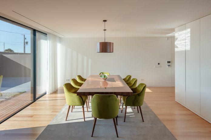 dining room Beiriz House by Raulino Silva
