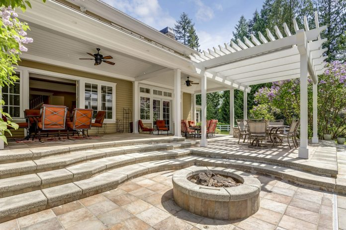 Tips For Landscaping With A Pool