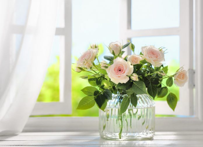6 Tips To Make Your Home Décor Flowers Last Longer