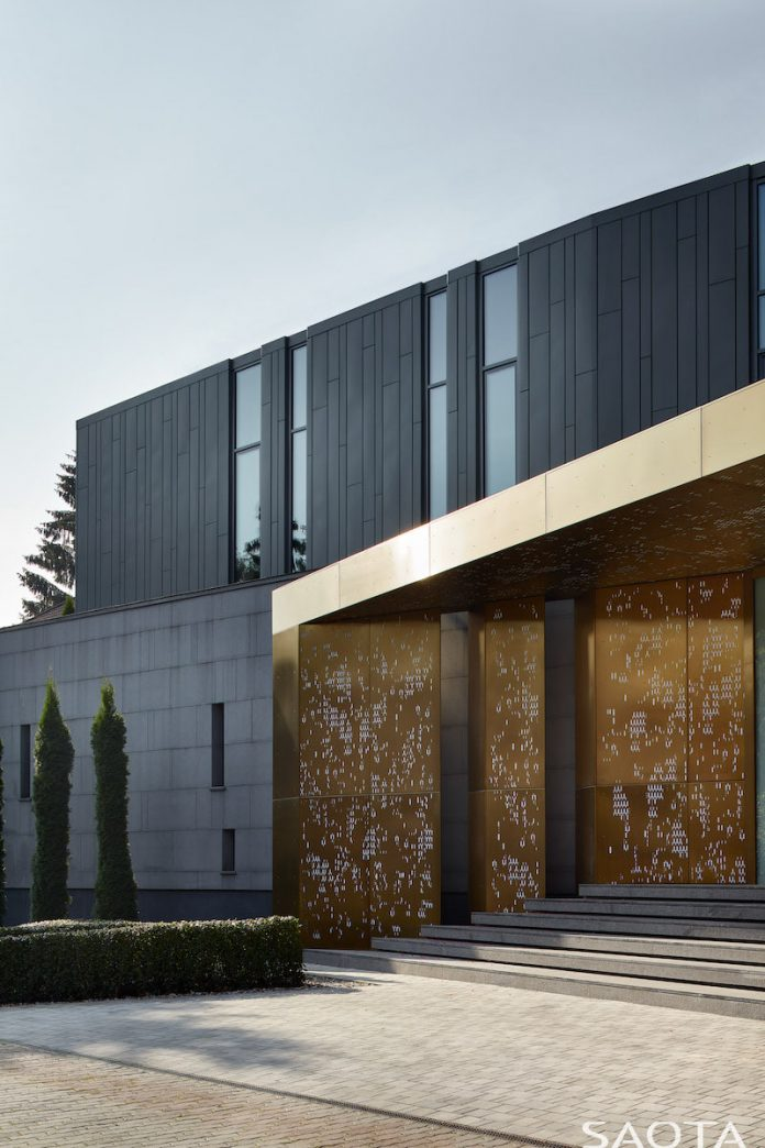 Silver Pine contemporary home in Moscow by SAOTA