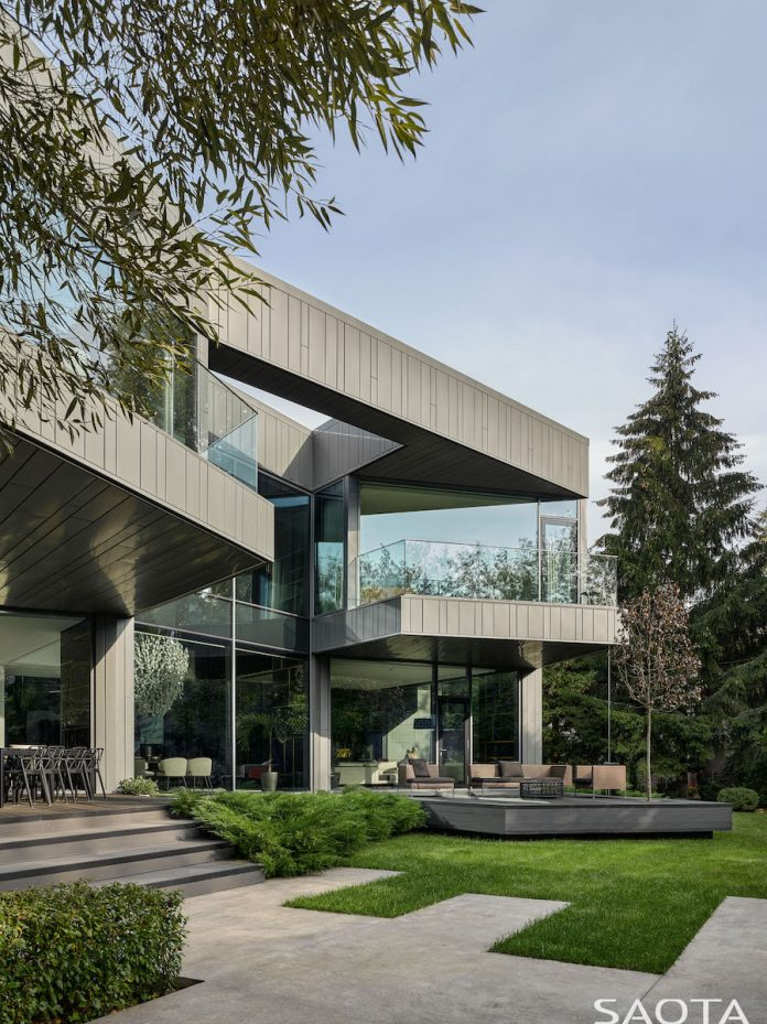 Silver Pine in Moscow by SAOTA