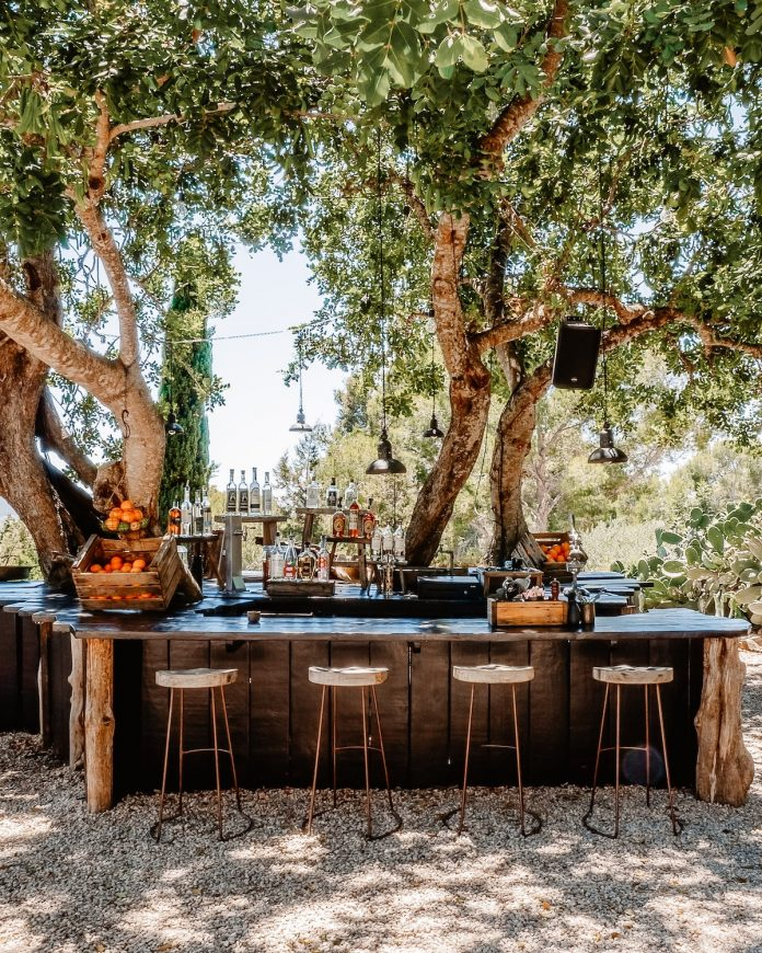 How to Design a Modern Outdoor Kitchen