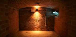 How much does it cost to fix basement wall crack?